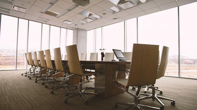 株主総会と取締役会の違いとは?会社運営に決議事項を総まとめ